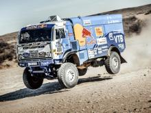 Андрей Каргинов на ралли 'Африка Эко Рейс 2017' соревнуется с мотоциклистами и джипами
