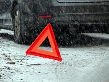 На проспекте Мира водитель на иномарке столкнулся со снегоуборочным 'КАМАЗом'