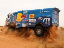 Каргинов финишировал на ралли 'Африка Эко Рейс' в классе грузовиков пятым, но сохранил лидерство