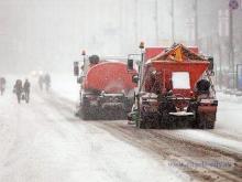 Дорожники сегодня чистят местные проезды на проспекте Чулман, улице Усманова и бульваре Ямашева