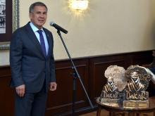 Президент Татарстана поздравил команду 'КАМАЗ-мастер' с победами в ралли и наградил орденами