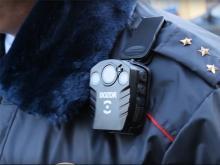 Инспекторам ГИБДД в России начали выдавать персональные видеорегистраторы «Дозор»