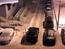 Челнинец поцарапал свой автомобиль о столбики, установленные на проезжей части в 37-м комплексе