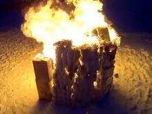 Челнинский видеоблогер построил 'домик' из 1100 рулонов туалетной бумаги, а затем сжег его
