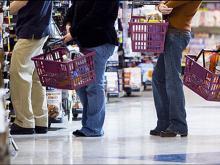 Челнинцы продолжают чаще расплачиваться наличными деньгами