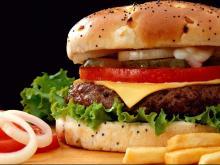 McDonald's собирается организовать доставку гамбургеров через онлайн-заказы. Сроки не называются
