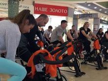 В ТЦ 'Торговый квартал' провели первый 'Сайкл-марафон' - массовую кардиотренировку на велотренажерах