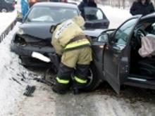 На перекрестке в поселке ГЭС в столкновении двух иномарок пострадала женщина-водитель