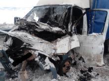 На автотрассе 'Елабуга - Ижевск' загорелась 'Газель' после столкновения с 'КАМАЗом'