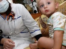 Из-за большого количества заболевших детей врачи добираются к некоторым из них только ночью