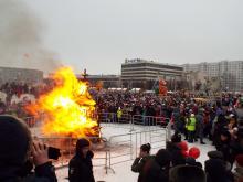 'Пьянство', 'лень', 'коррупцию', 'наркотики' челнинцы сожгли на площади вместе с чучелом зимы