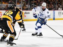 Нападающий НХЛ Никита Кучеров издевается над вратарем, забивая буллит без броска (видео)