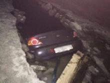 В Татарстане иномарка провалилась под лед реки - водитель успел убежать от полыньи