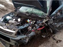 После лобового столкновения автомобилей на трассе Челны - Сарманово водители - в реанимации