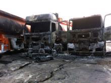 У городского кладбища сгорели две фуры и одна цистерна. В грузовике 'Мерседес' ночевал водитель