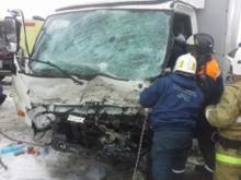 Челнинские спасатели помогли пассажирам автобуса, угодившего в лобовое ДТП в Мензелинском районе