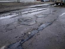 Бригаду дорожников обвиняют в некачественной работе в Новом городе