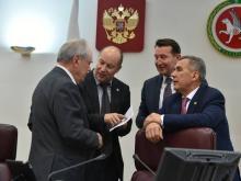 Жертв 'групп смерти' в интернете в Татарстане не выявлено. Соцсети обсудили в Совбезе Татарстана