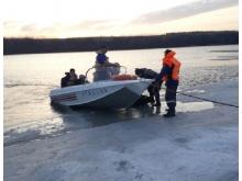 Челнинские спасатели помогли 5 рыбакам из Удмуртии, которые остались на оторвавшейся льдине (видео)