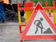 Дорожники перекрывают движение до одной полосы на 2 дорогах в поселке ЗЯБ