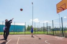 Наиль Магдеев сыграл в баскетбол на новой спортплощадке челнинского института КФУ
