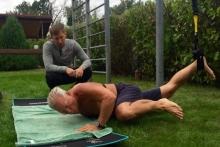 Тренер 'КАМАЗ-мастера' Владимир Малясов предлагает челнинцам освоить упражнения 'Морских котиков'
